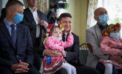 Скількох маленьких українців міг заразити Зеленський? 2 фото